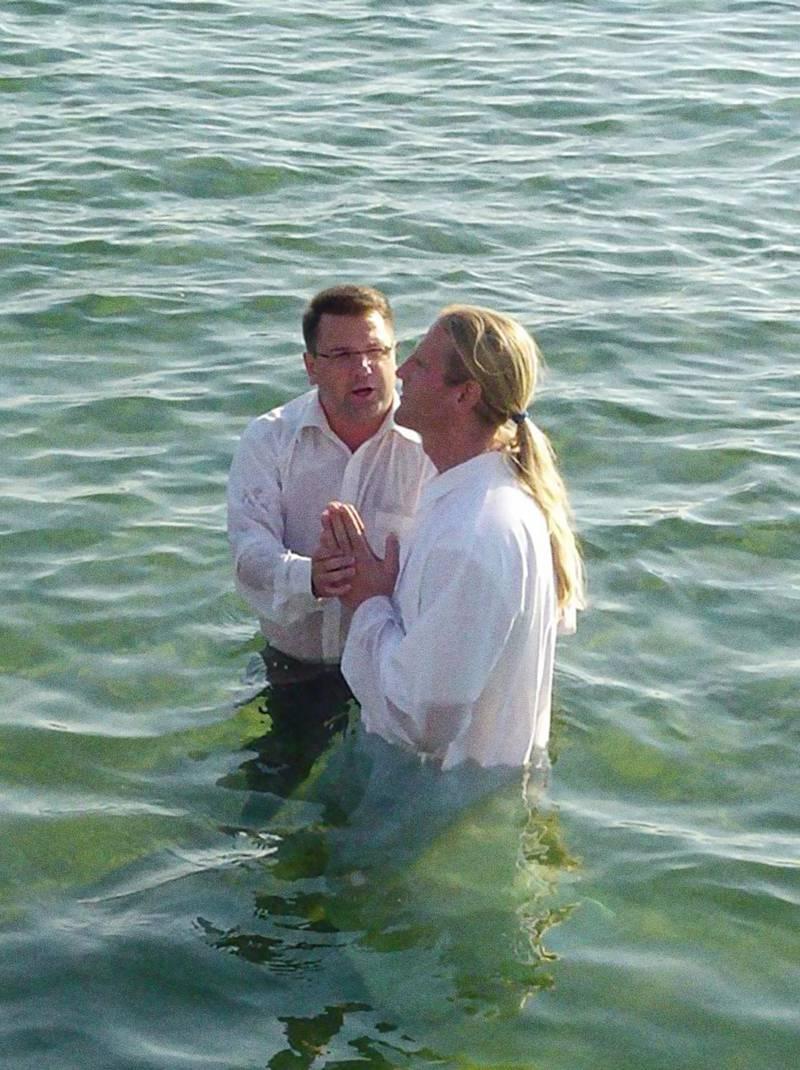 Peter Ahlman döps i Ribersborg, Malmö, 2007. Eller Ribban som den kända badplatsen kallas i folkmun.