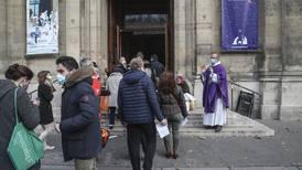 Högsta förvaltningsdomstolen blandar sig i kyrkobesöken