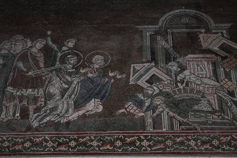 Uppe i bergen sydväst om Palermo ligger staden Monreale. Dess katedral är berömd för sina bysantiska mosaiker.