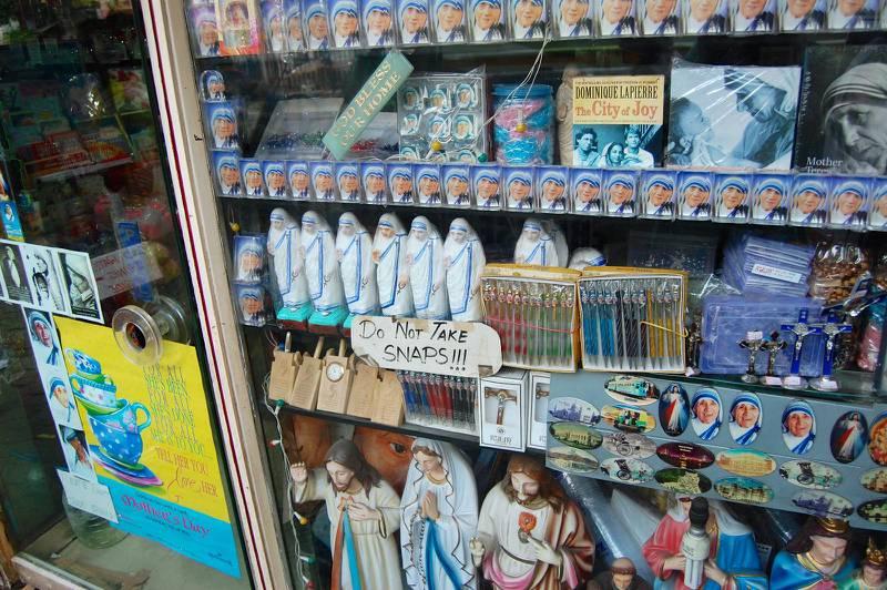 Turismen kring Moder Teresa är stor i Kolkata ännu 20 år efter hennes död.