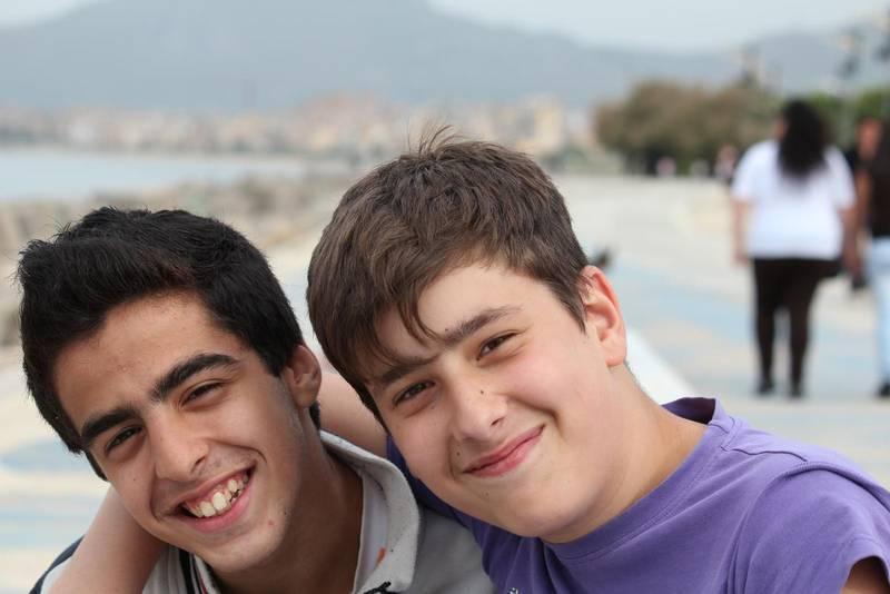På strandpromenaden öster om hamnen samlas Palermos unga på kvällarna.