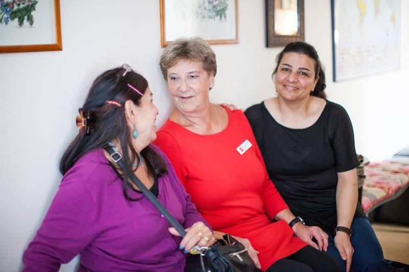 På Frälsningsarméns FA-center för invandrararbete i stockholmsförorten Akalla lär sig utlandsfödda kvinnor att läsa och tala svenska och får umgås. Före detta verksamhetschefen Ann-Christine Holten har varit ansvarig sedan starten men har nu gått i pension.