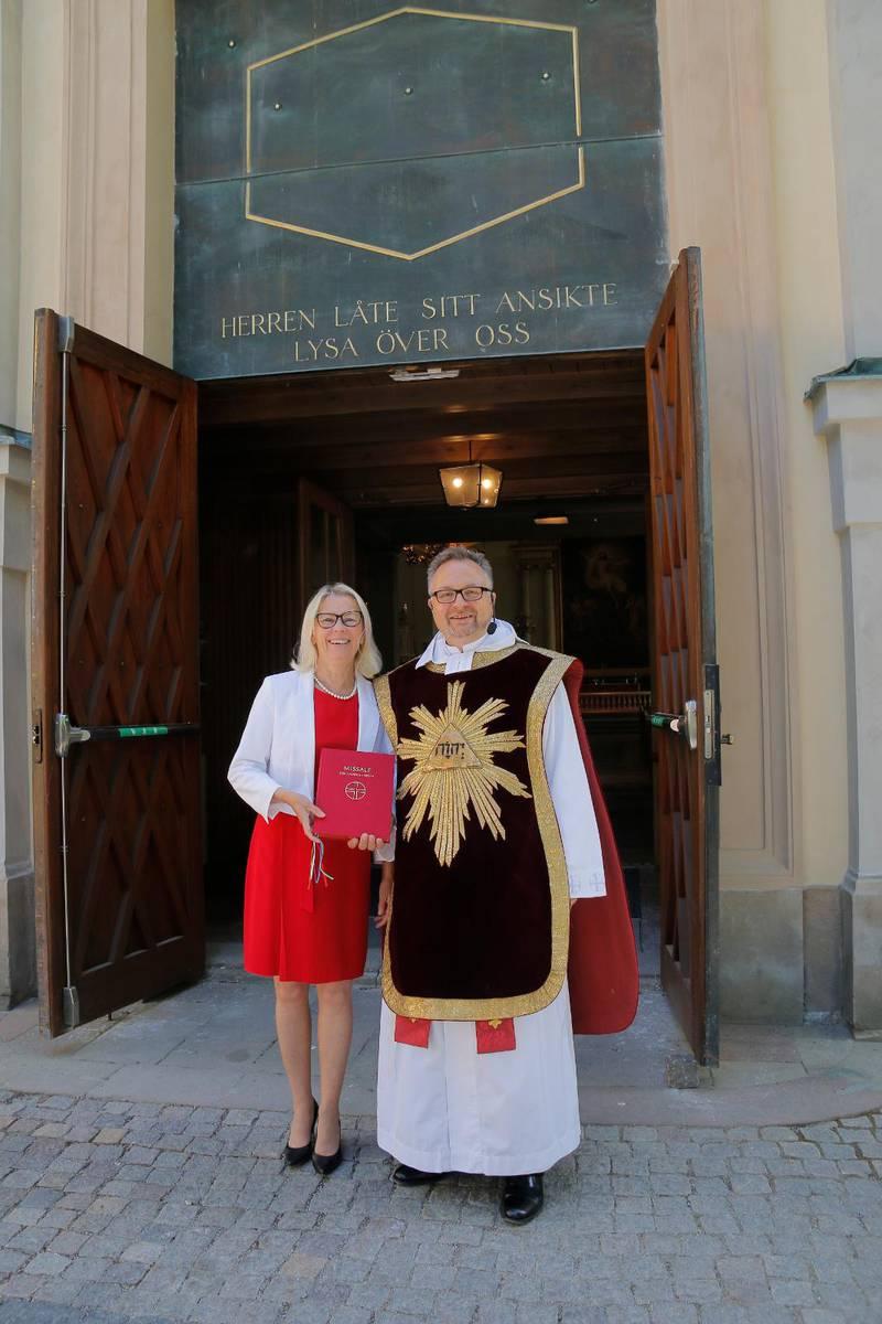 – En härlig dag! sa kyrkorådets ordförande Ulla Birgersdotter, som medverkade i pingstdagens gudstjänst i Kungsholms kyrka tillsammans med kyrkoherde Michael Persson. De var båda positiva till den nya kyrkohandbok som togs i bruk i dag.