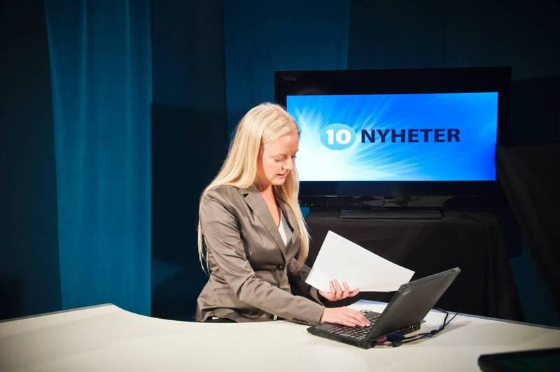 Kanal 10 sänder förutom gudstjänster också nyheter.