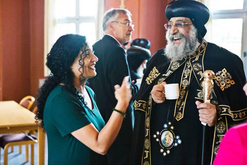 Journalister, biskopar och präster får vänta när den koptiska påven Tawadros II hellre pratar med Riham Gergas, som jobbar med ekonomi på tidningen Dagen.