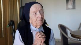 Europas äldsta person är nunna - överlevde covid-19