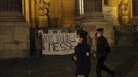 Fransmännen demonstrerar för att få hålla gudstjänst