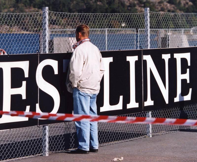 Släktingar och vänner till passagerana på M/S Estonia samlades vid rederiet Estlines kontor i Frihamnen i Stockholm för att få besked om vad som hänt just deras anhöriga.