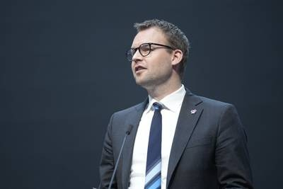 KrF:s partiledare avgår efter kritiserat skatteupplägg