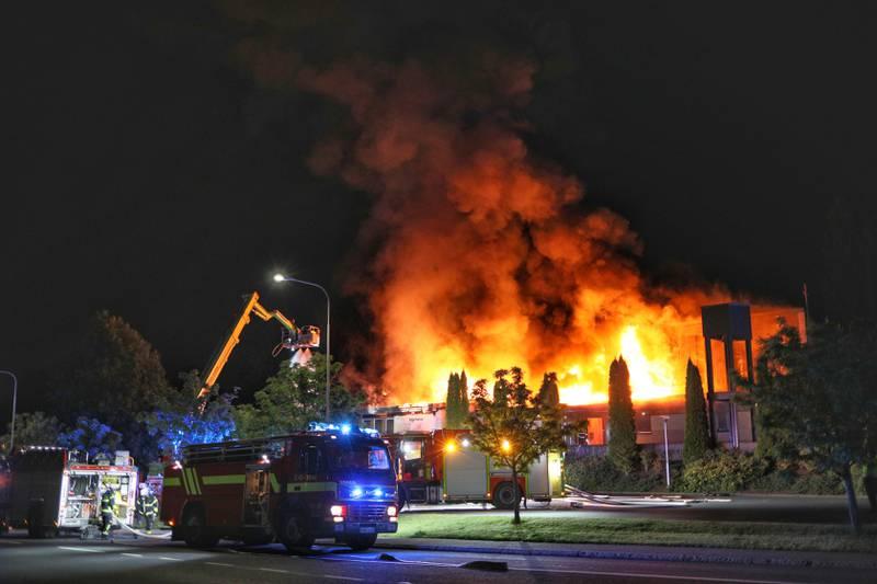 Ansgariikyrkan i Jönköping förstördes i en brand under natten. Brandorsaken är oklar. Polisen har inlett en utredning om mordbrand.