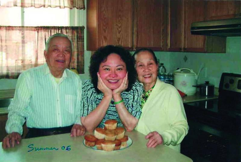 Kim Phuc med sina föräldrar.