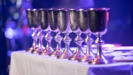 Nu börjar fler församlingar fira nattvard igen