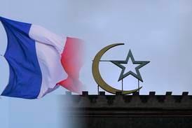 "Frankrike stänger sex ""radikala"" moskéer"