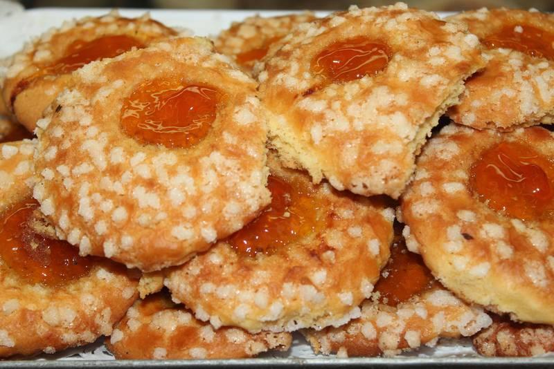 Maten och sötsakerna är svåra att motstå på Sicilien. Maten anses dock hälsosam av många, kanske för den har en så central roll i den sicilianska kulturen.