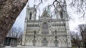 Försökte elda upp domkyrka från 1000-talet