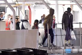 EU-länder tar emot migranter från fartyg