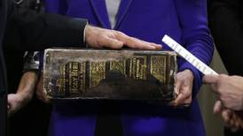 Biden blir president med böner, mastodontbibel och kyrkobesök
