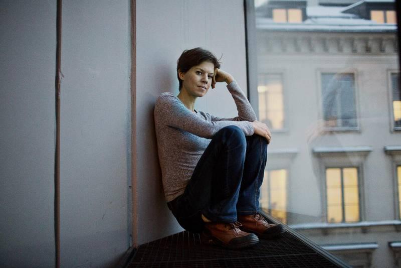 """Hyllad. I veckan tilldelades hon Borlänge kommuns kulturpris och på måndag har författaren Johanna Nilsson chansen att vinna Augustpriset för sin roman """"För att väcka hon som drömmer""""."""