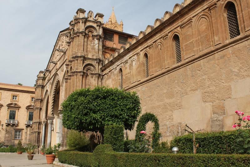 Katedralen i Palermo är byggd i normandisk stil, men har även arabiska och gotiska influenser.