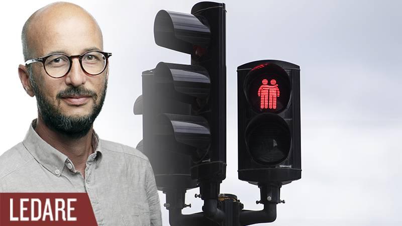 Samkönade trafikljus under Pridefestivalen i Stockholm.
