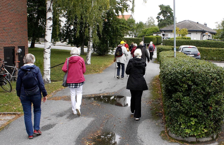 Promenad genom bostadsområde med RPG Järfälla.