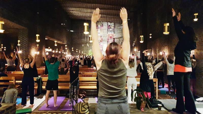 Yogaverksamhet i Markuskyrkan i Stockholm.