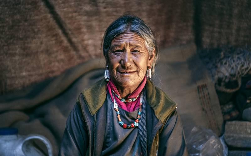 Kvinna, Ljus i Öster