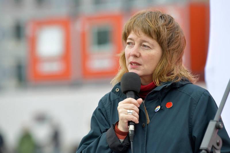 Vänsterpartiets Malin Björk under senaste EU-valskampanjen.