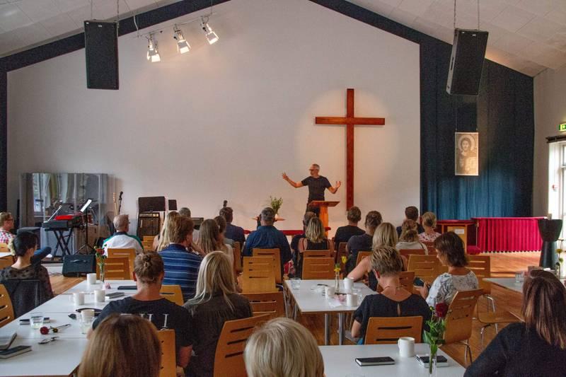 Kalle Carlstein predikar i Johanneskyrkan i Linköping,. Församlingen håller en predikoserie inför valet 2018.