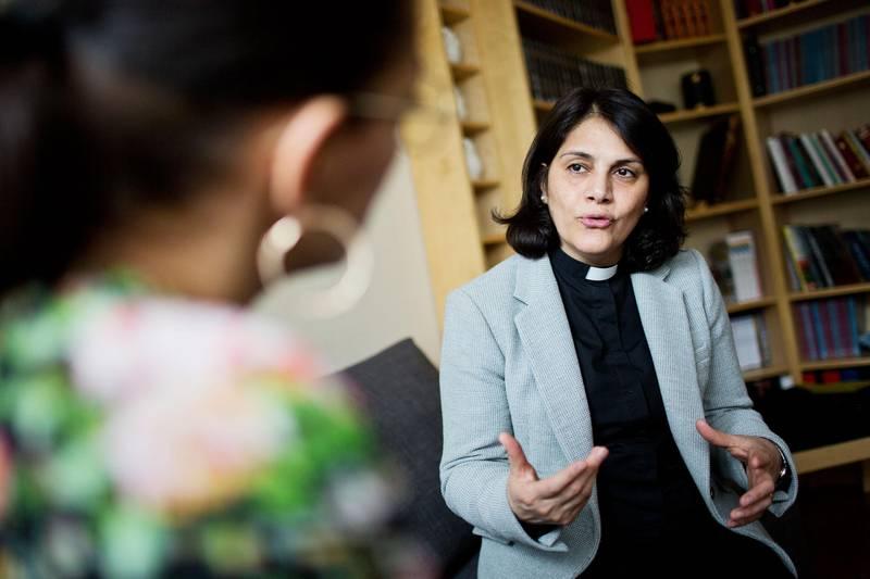 För att arbeta som präst krävs mångårig teologisk utbildning