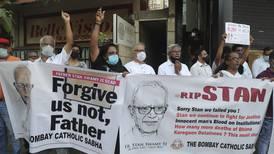Högljudda protester efter indisk prästs död