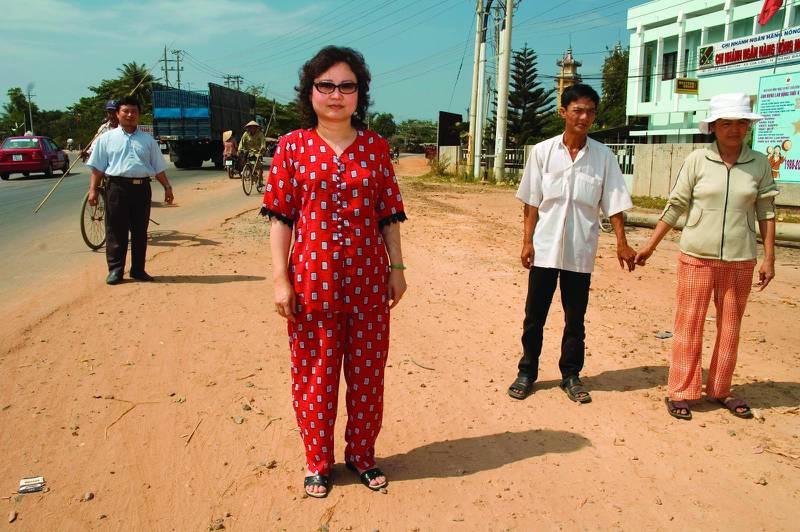 Kim Phuc på platsen där hon träffades av napalmbomben.
