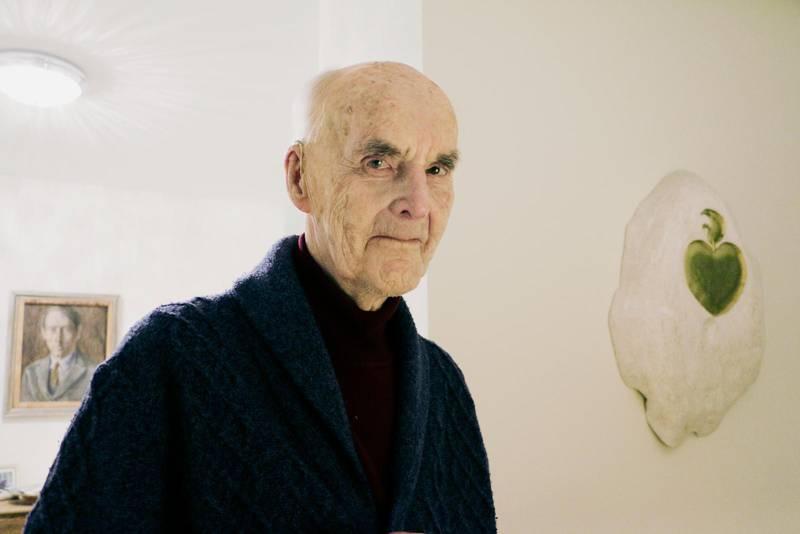 """I """"Grundglädjen"""" skriver Martin Lönnebo om livets jordemening: Du har inte levt förgäves om du likt en tändsticka lyst upp ett enda ansikte. Och en del kan få nåden att tända stora bål."""