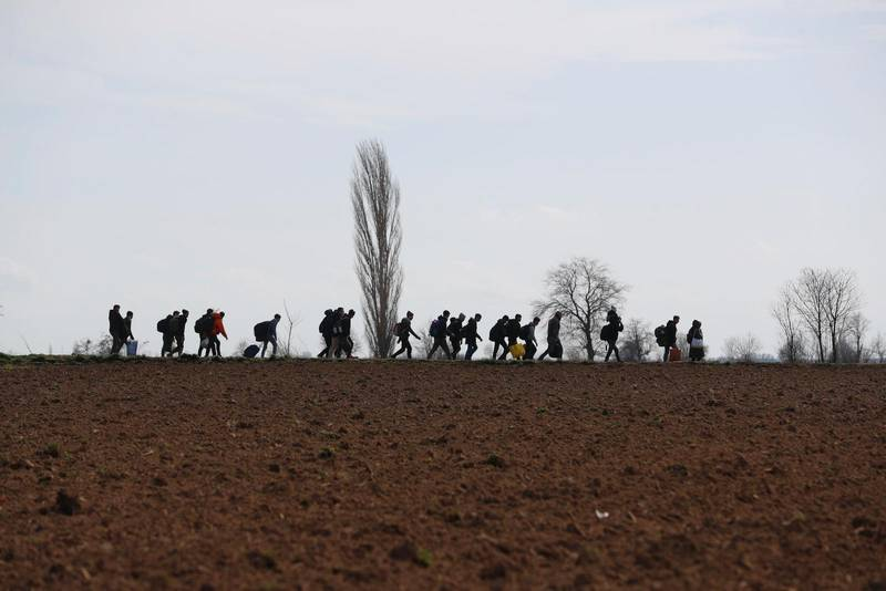 Tusentals flyktingar och migranter beger sig nu landvägen från Turkiet mot Grekland, efter att Turkiet har öppnat gränserna mot Europa.