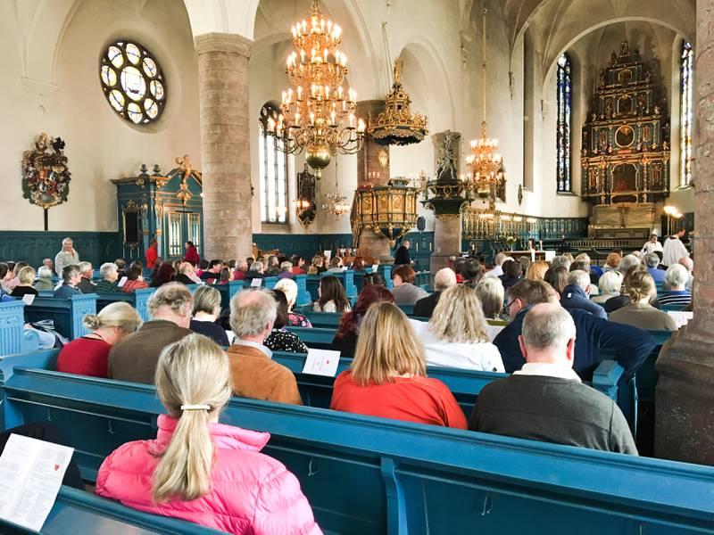 Gudstjänst i Falu Kristine kyrka. Genrebild.