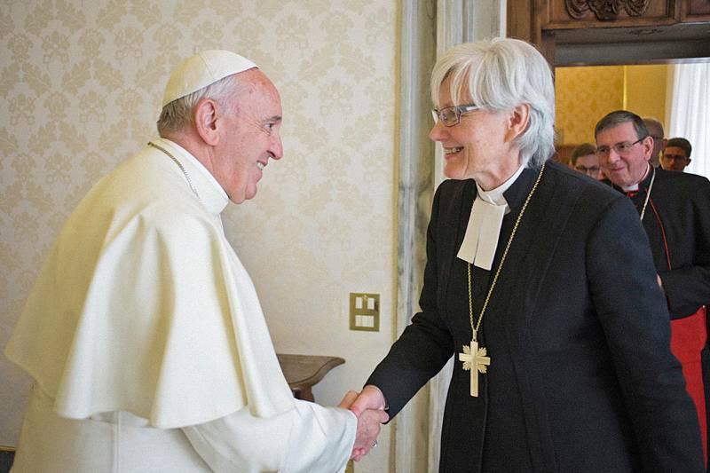 Påven och Svenska kyrkans ärkebiskop Antje Jackélen vid ett tidigare möte i Vatikanen.