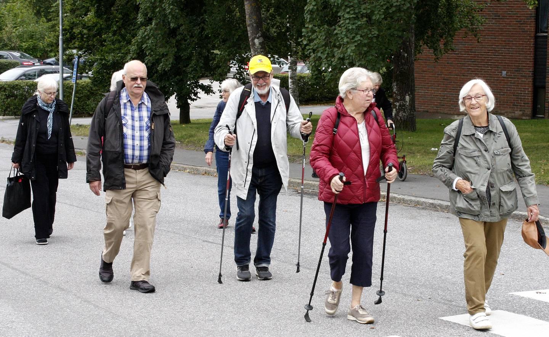 Promenad på asfaltsväg med RPG Järfälla.