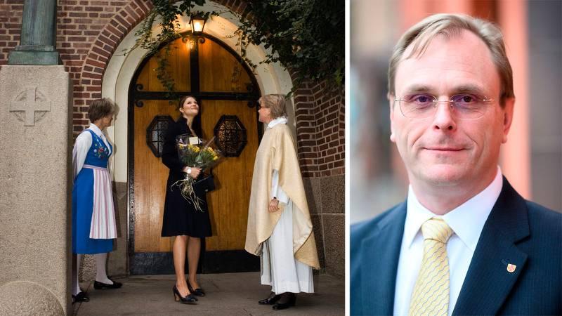 Kronprinssessan Victoria står utanför dörrarna till Svenska kyrkan i Paris, tillsammans med två av kyrkans representanter. Infälld bild på Rickard Jönsson, avdelningschef för Svenska kyrkan i utlandet.