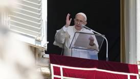 Påven begränsar firande av latinsk mässa