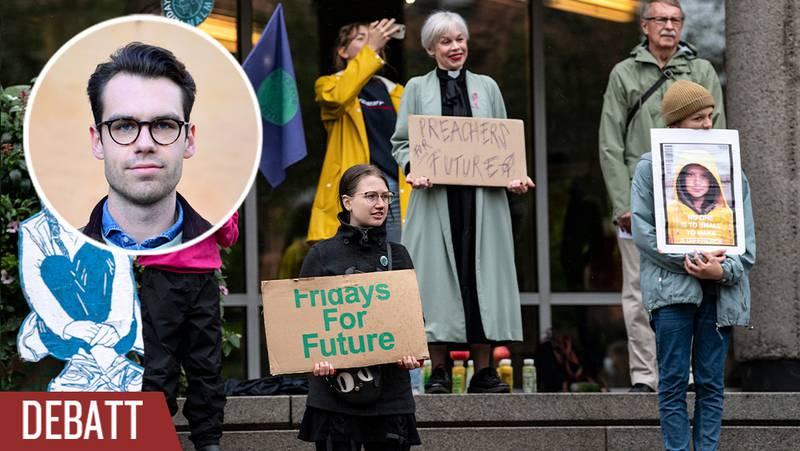 Dans och demonstration vid Stadshuset i ett regnigt Malmö under Fridays For Futures globala aktionsdag för klimatet.