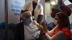 Israeler över 60 erbjuds tredje vaccindos