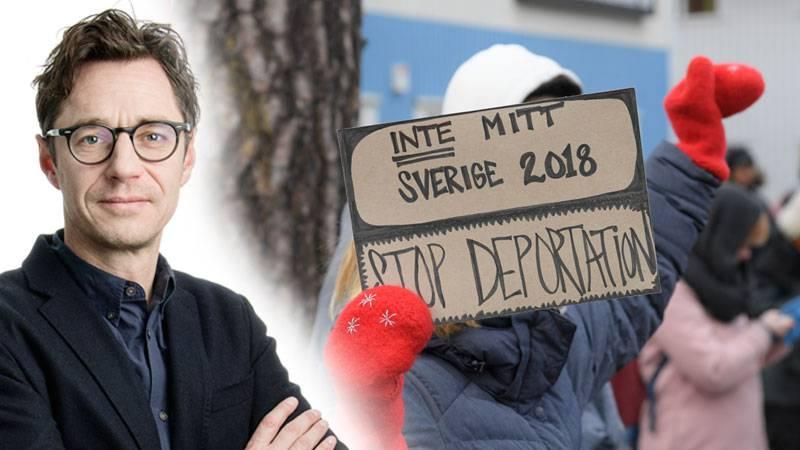 Demonstration utanför förvaret i Märsta mot att personer deporteras till Afghanistan. Infälld bild på Joakim Hagerius
