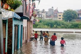 Nepal hårt drabbat av pandemi och översvämningar