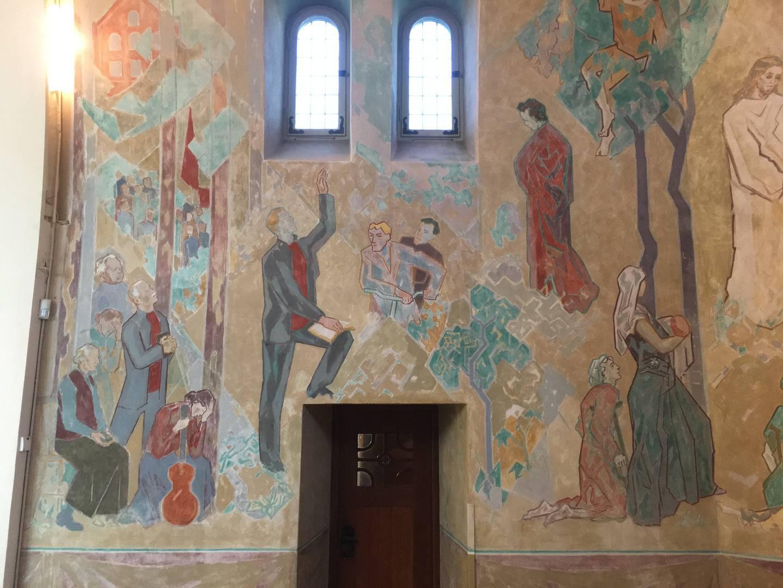 Bild på Harald Hallén i Simon Sörmans färgstarka målning i Trefaldighetskyrkan, Arvika