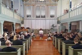 Fullsatt kyrka följde Joachim Elsander till sista vilan