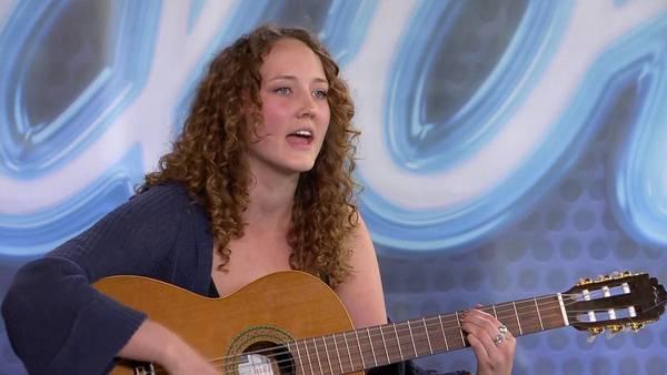 Julia Ehrenroth växte upp i Knutby – hyllades i Idol