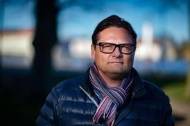 Rektorn Mattias Liedholm kritiserade slöjförbud - stängs av