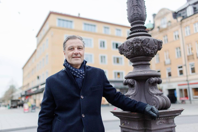 """Uppsalaprofil. Pastorn Janne Blom på gatorna där han först nåddes av det kristna budskapet av några evangeliserande ungdomar från Livets ord. """"Jag är ju så otroligt glad över de där ungdomarna"""", säger han."""