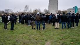 Protester mot muslimska gravplatser på kyrkogårdar