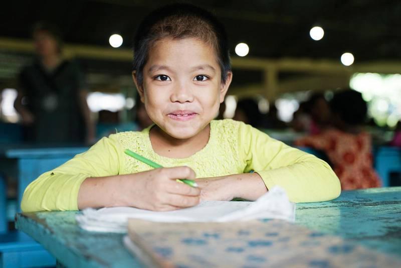 Det är fortfarande många barn i Bangladesh som inte får en bra skolgång, det gäller speciellt barn som tillhör landets minoriteter. Men Pushpani Kumi kommer att lära sig läsa och att räkna.
